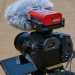 リニアPCMレコーダーR-09(EDIROL)をカメラにマウントする